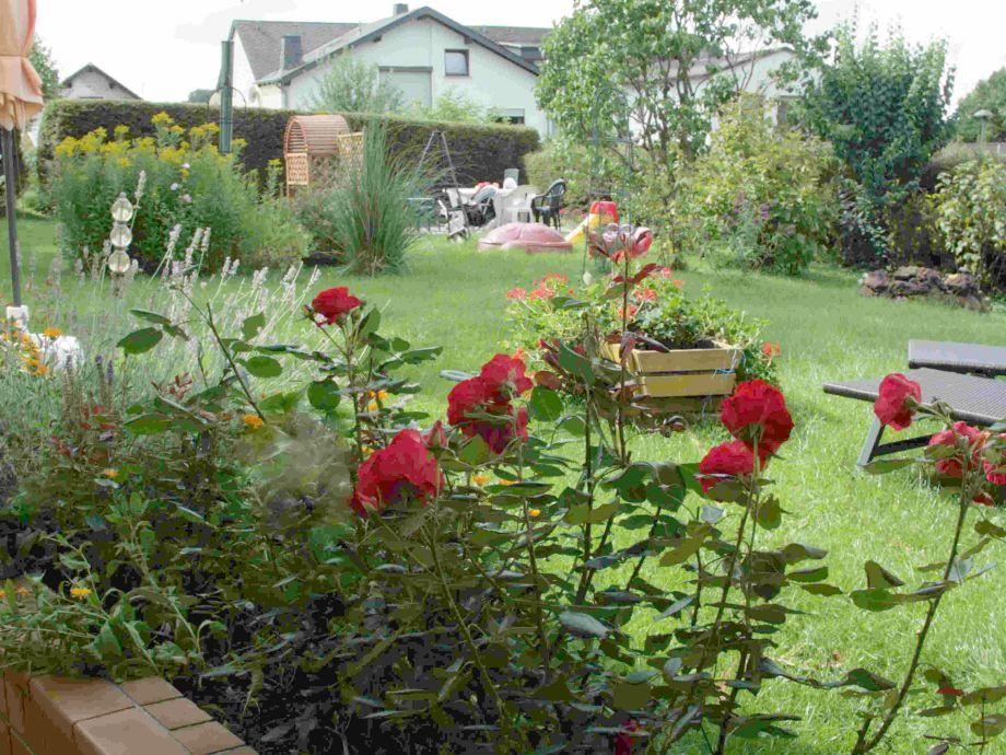 romanischer Blick in den Garten