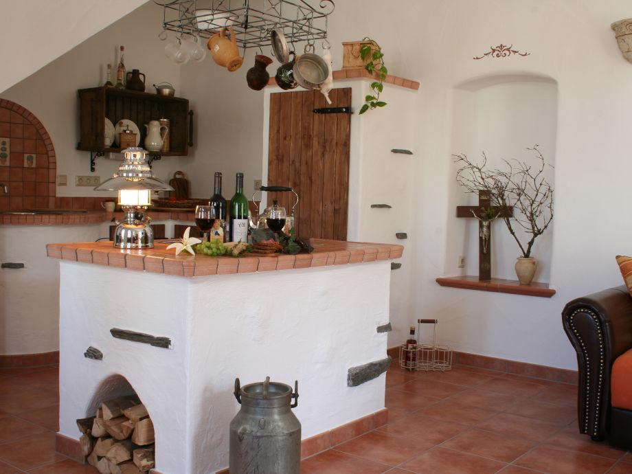 Wohnküche in mediterranem Stil