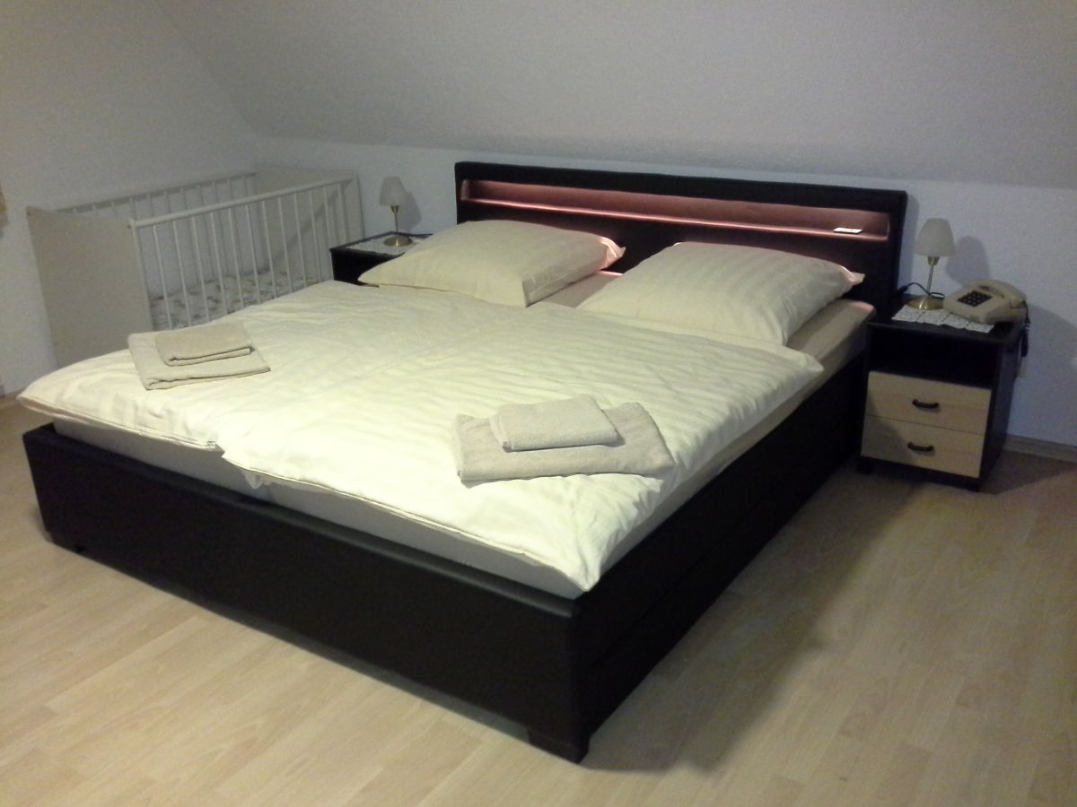bett mit beleuchtung bett selbst bauen anleitung diy blog picture pictures to boxspring bett. Black Bedroom Furniture Sets. Home Design Ideas