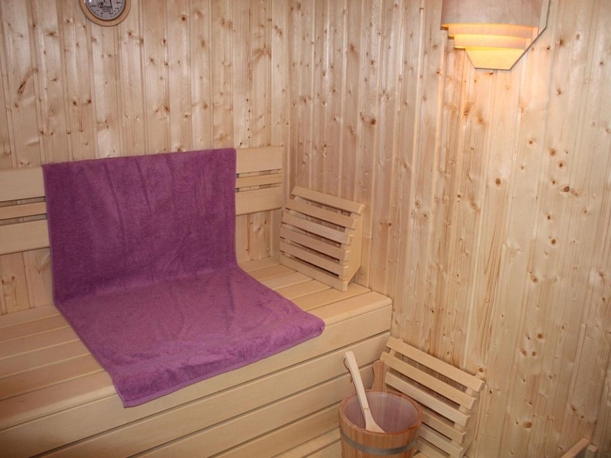 ferienwohnung urlaub vom feinsten wellness pur mit sauna kamin und garten fleesensee g hren. Black Bedroom Furniture Sets. Home Design Ideas