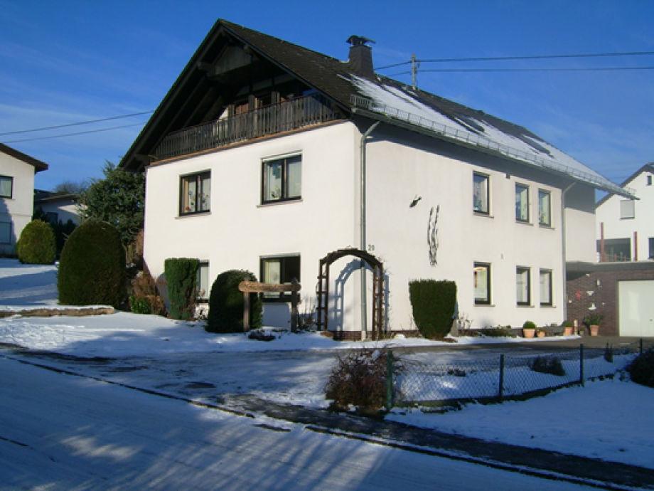 Außenansicht des Hauses im Winter