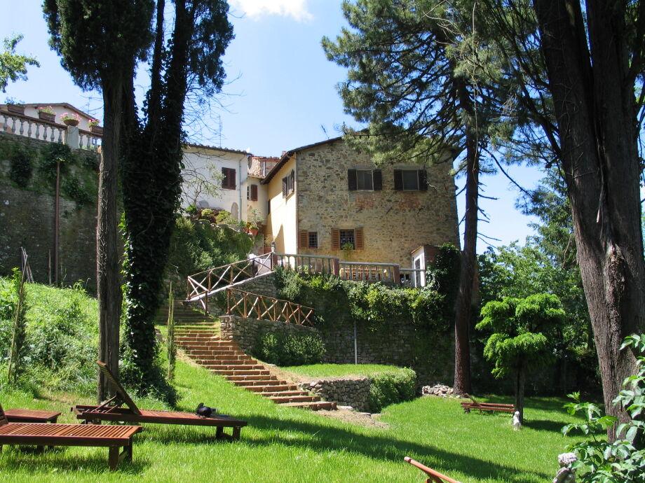 Das Castellino Bucine mit seinem schönem Garten