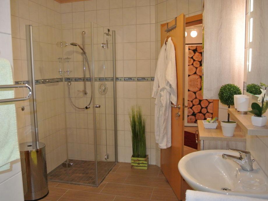 Kleine bader mit begehbarer dusche