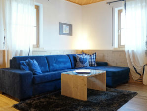Himmelblaues Apartment auf dem Grumserhof