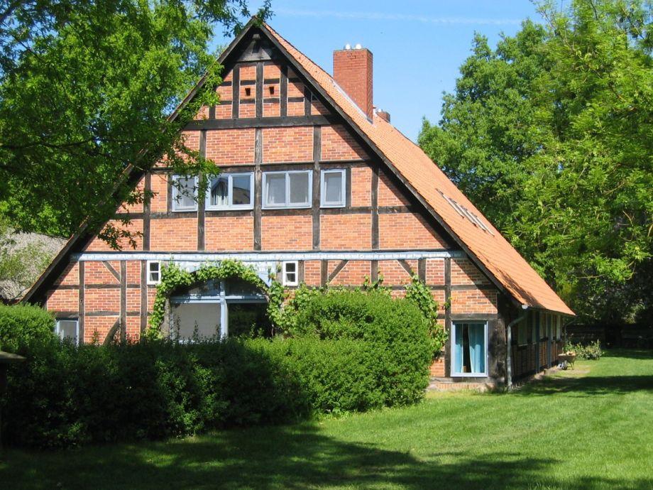 Das Haus, die behagliche Wohnung ist im Dachgeschoß