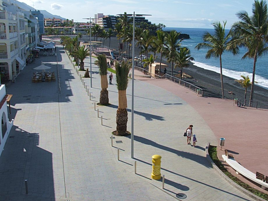 Blick vom Balkon zur Strandpromenade