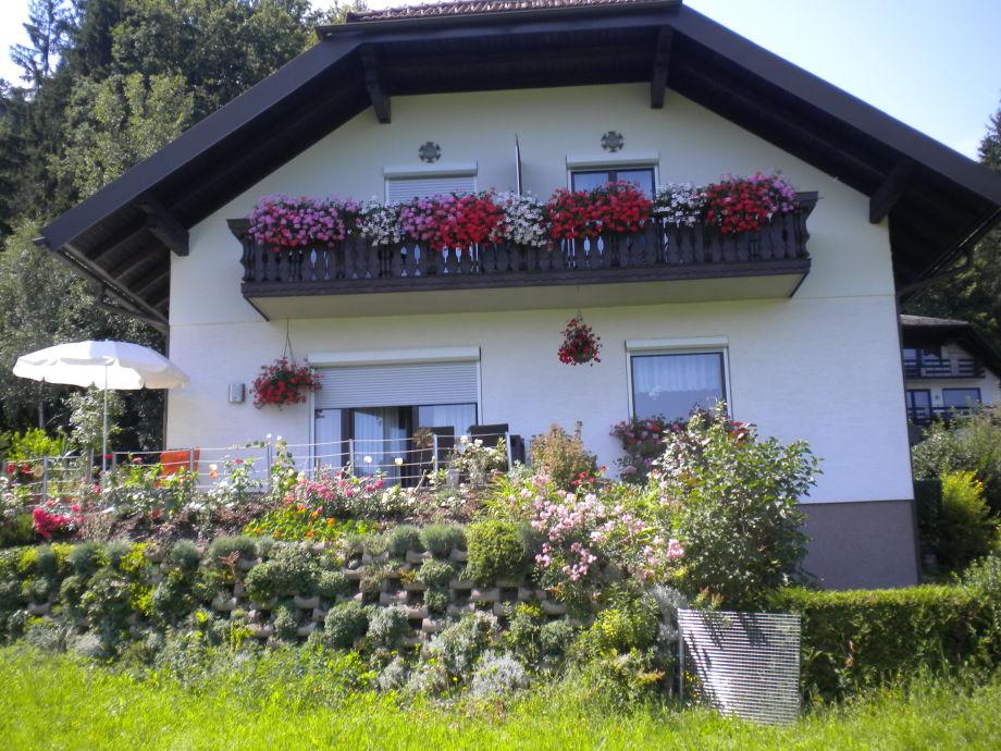Apartement mit Balkon