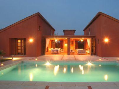 Villa Saly mit Pool und Hauspersonal