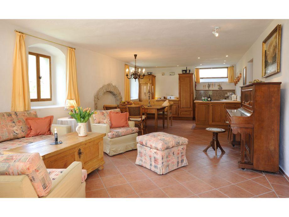 Apartment 1: Generous livingroom with kitchen