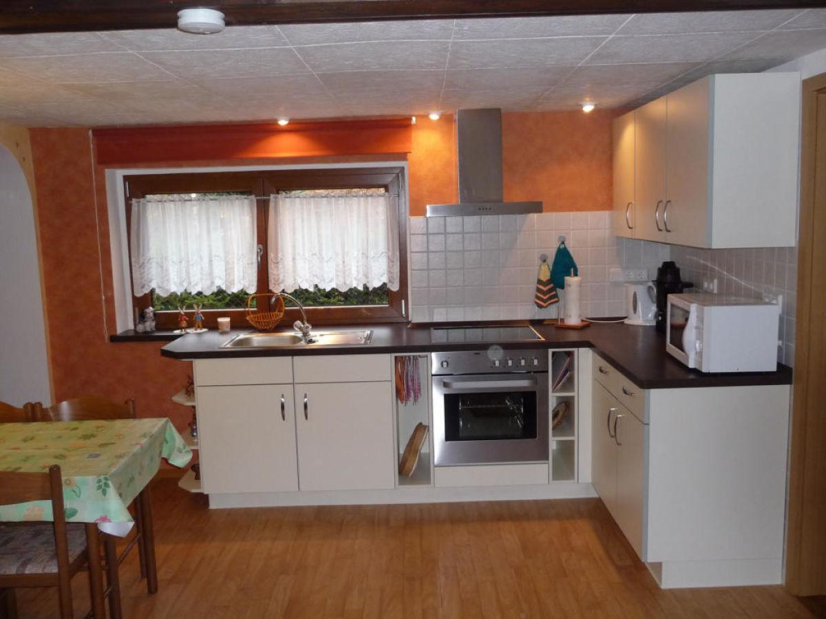 Modern eingerichtete küchenzeile