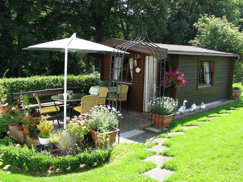 Gartenhäuschen mit Terrasse