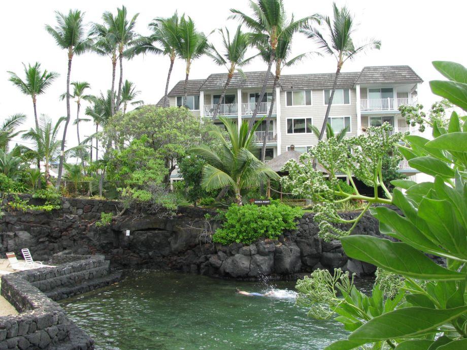Außenaufnahme direkt am Meer auf Hawaii