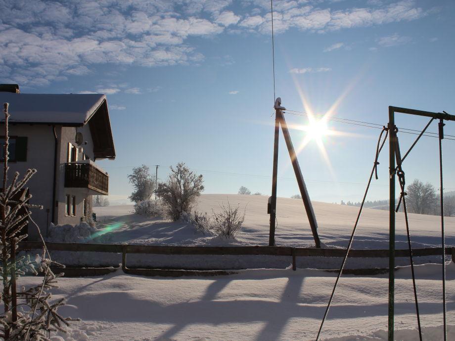 Winter Blick vom Spielplatz Schaukel