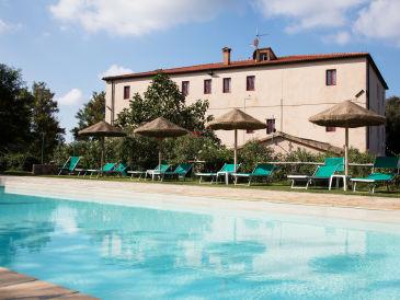 Farmhouse Apartment with pool, Etruscan Coast
