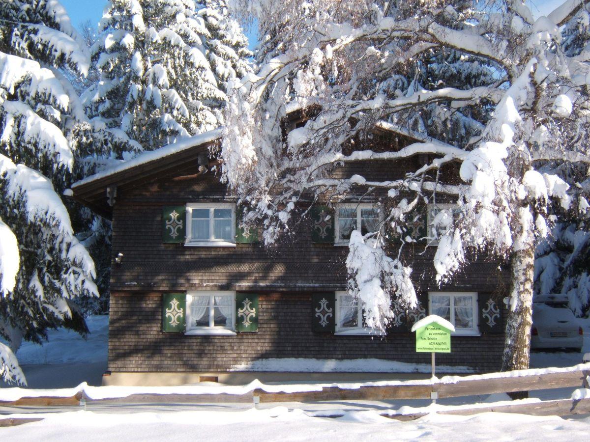 Ferienhaus hexenh usle westallg u frau albertine sch fer for Fischteich im winter