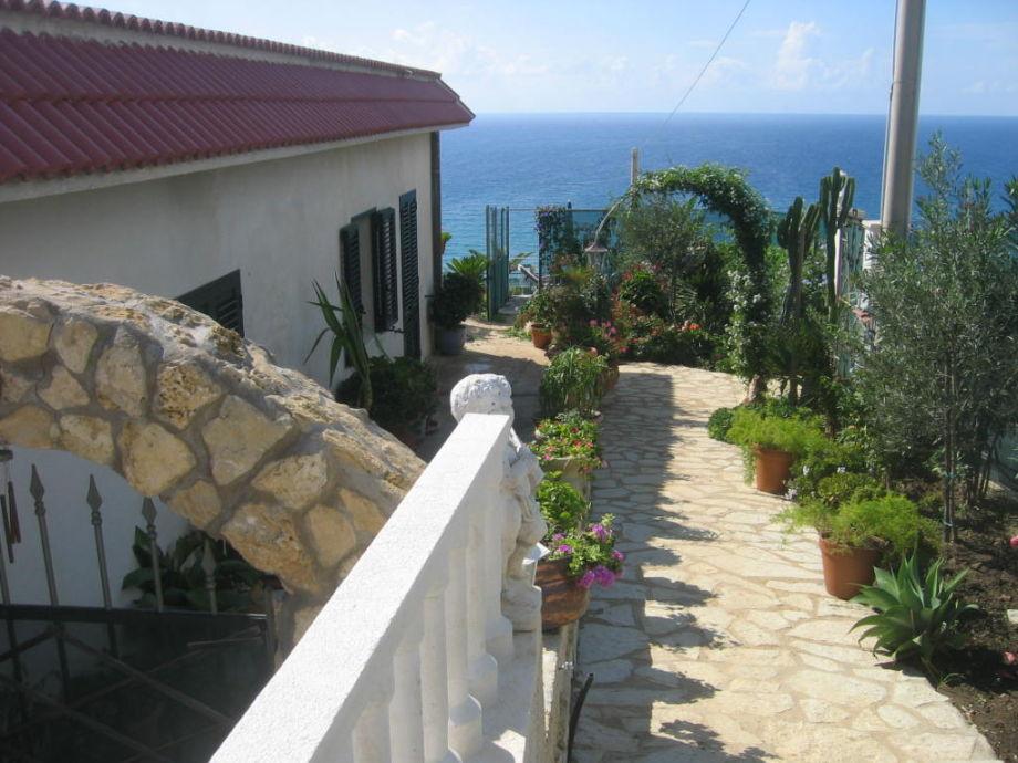Haus & Garten mit Meeresblick