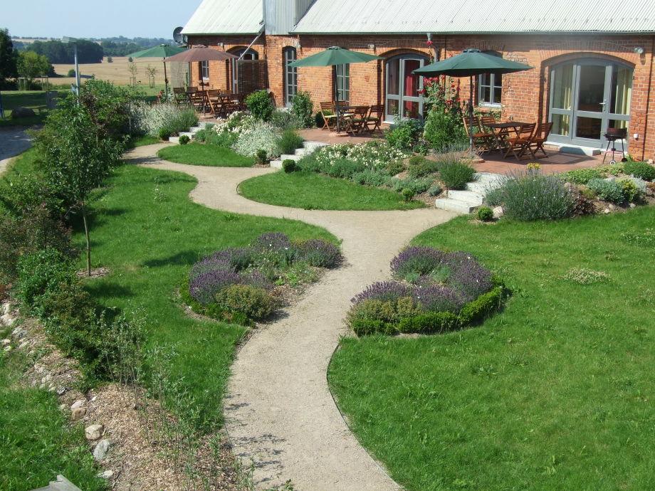 Südterrasse mit Vorgarten und freiem Blick