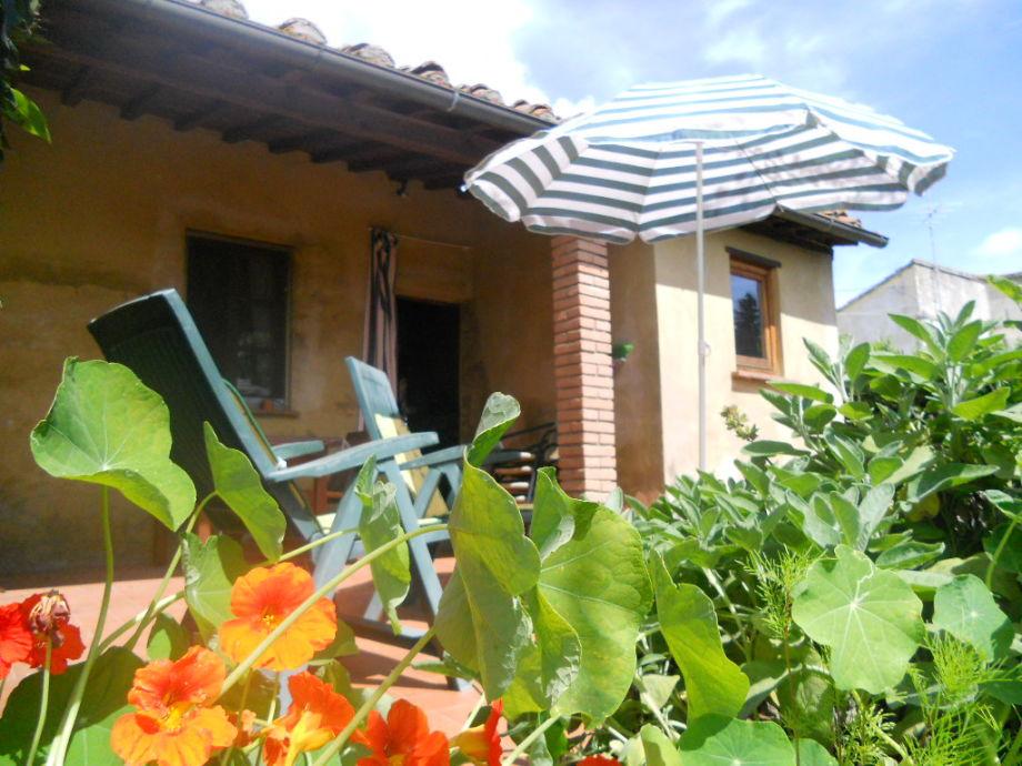 Haus von hnten , mit Terrasse