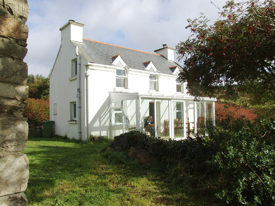 Das Haupt-Haus mit Glaspavillon