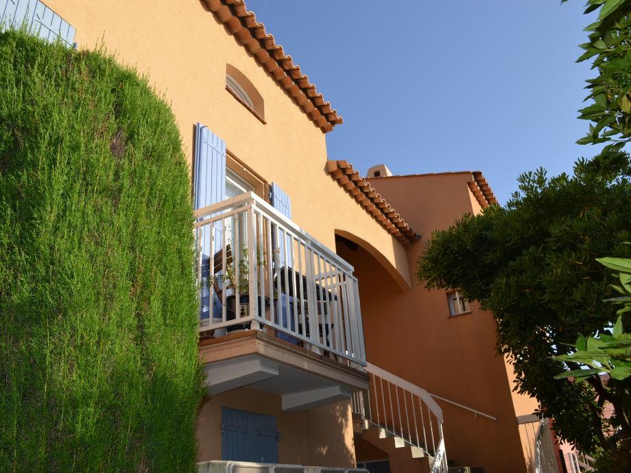 Eingang mit kleinem Balkon