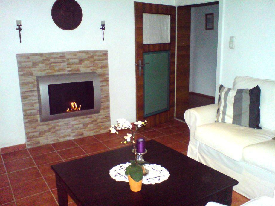 ethanol kamin im wohnzimmer moderner bioethanol kamin. Black Bedroom Furniture Sets. Home Design Ideas
