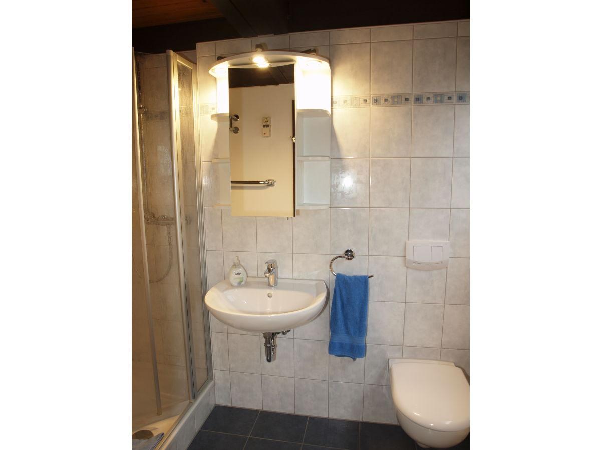 Modernes Badezimmer Mit Dusche : modernes Badezimmer mit Dusche