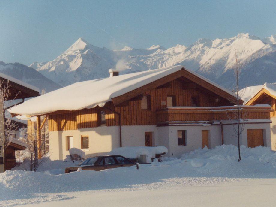 Haus im Winter mit dem  Kitzsteinhorn