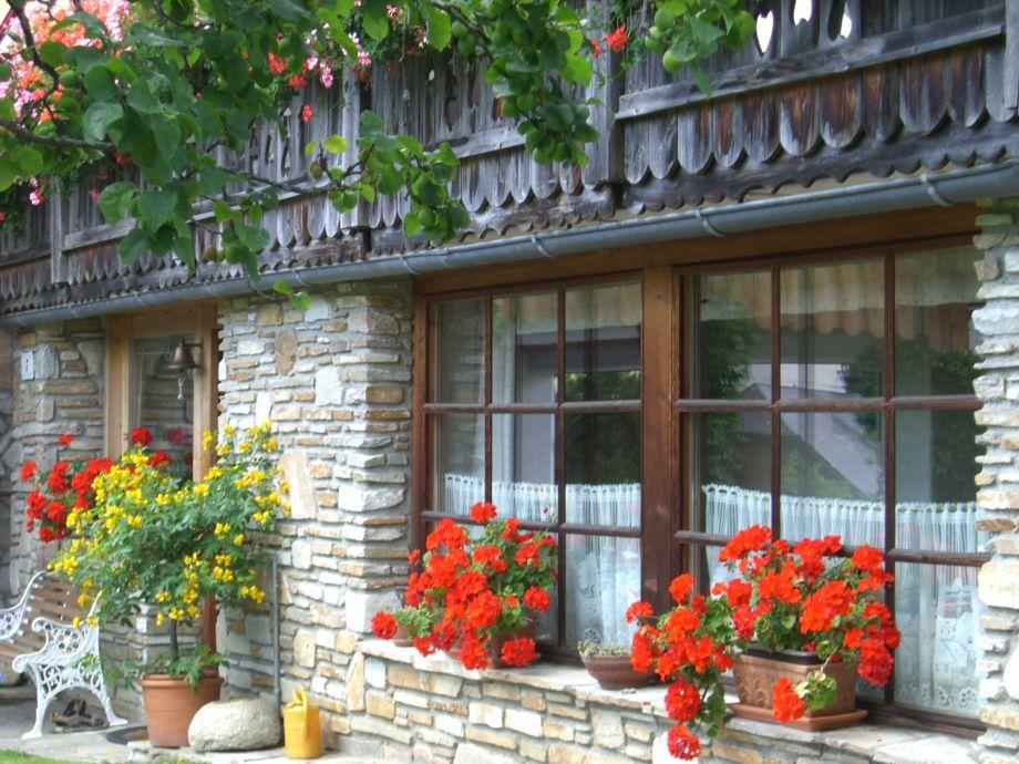 Küchenfenster mit Blick in den Garten