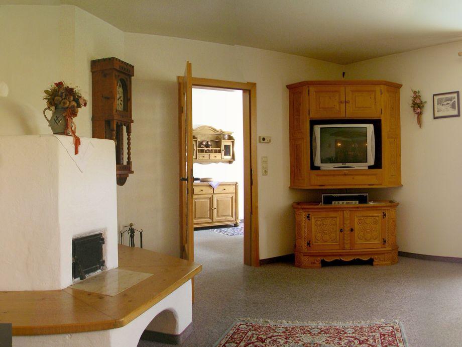 Wohnzimmer Scheibe, Bauernofen, Kabel TV, Internet