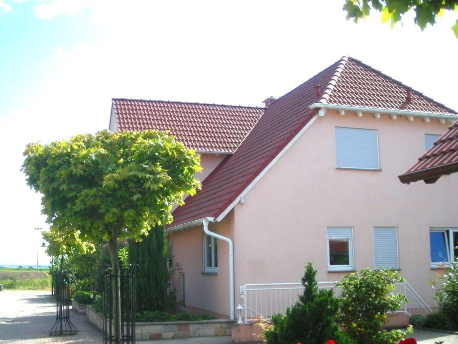 Haus Wachenheim im Sommer