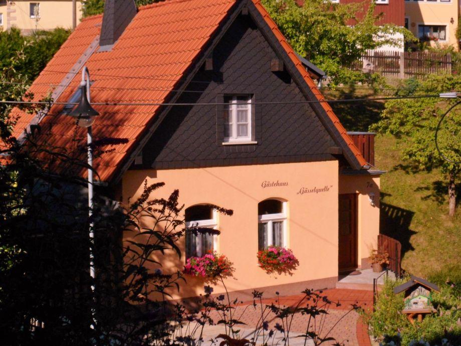 """Ferienhaus """"Zur Gässelquelle"""" im Sommer"""