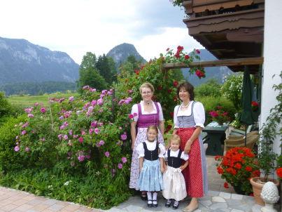 Ihr Gastgeber  Loni Plenk /Gabi Maier