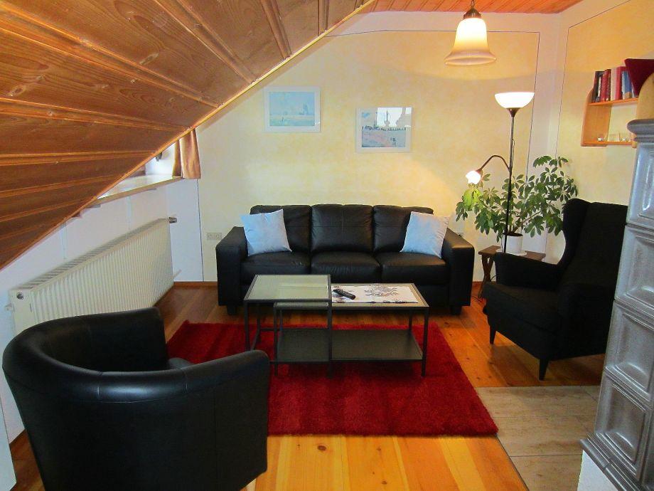 Der Wohnzimmerbereich mit Ledergarnitur.