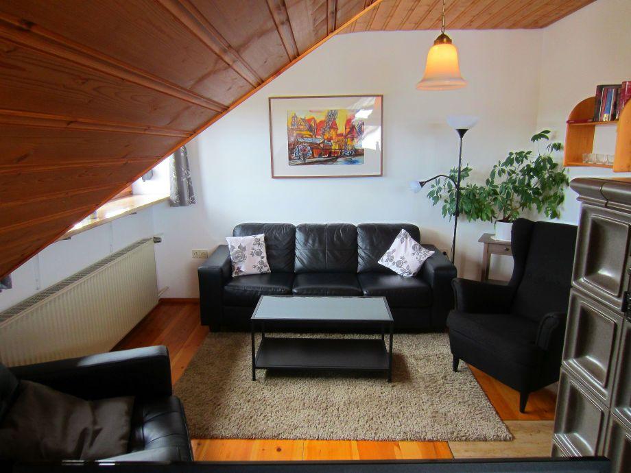 Das Wohnzimmer mit seiner Ledercouch.