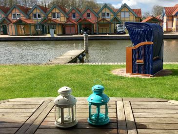 Ferienhaus direkt am Wasser mit Bootssteg