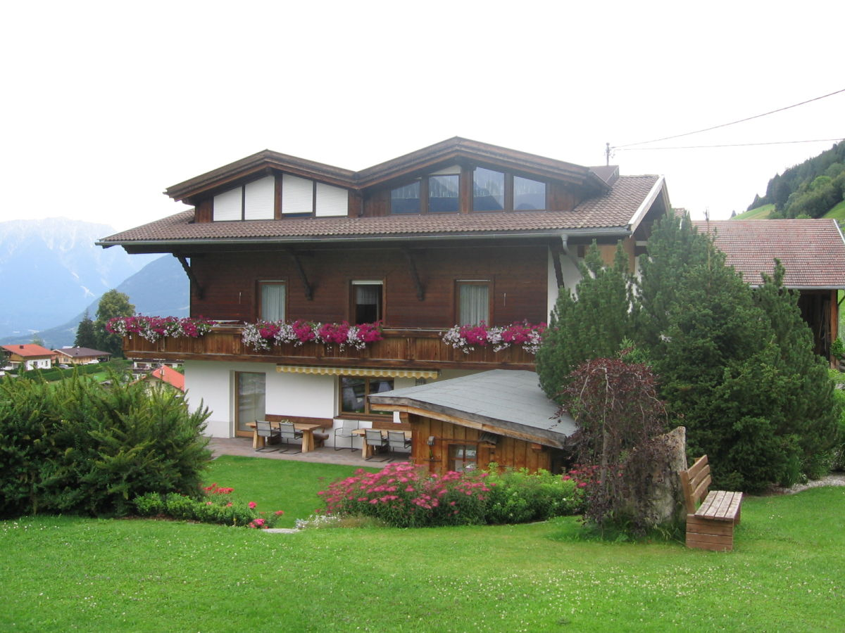 Bauernhof apartment ferienhof raich 2 pitztal tirol - Bauernhof garten ...