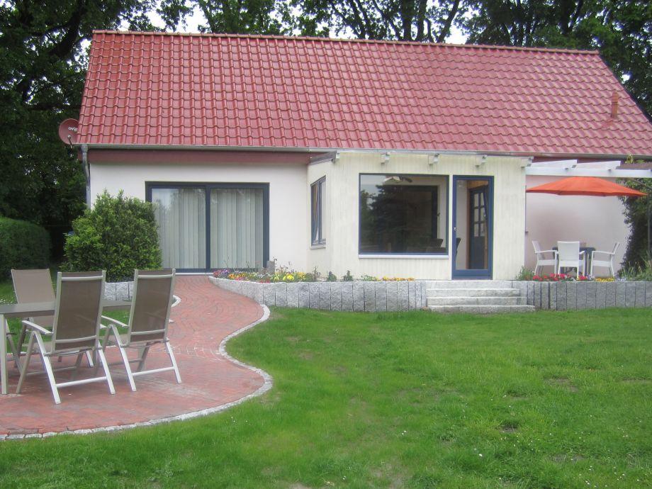 Außenansicht mit Terrassen