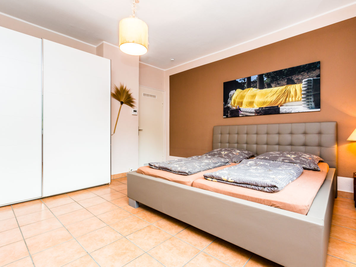 ferienwohnung sawasdee cologne k ln s lz klettenberg herr rainer esser. Black Bedroom Furniture Sets. Home Design Ideas