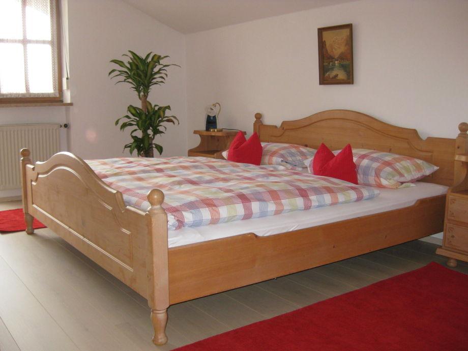 Schlafzimmer mit Parkett