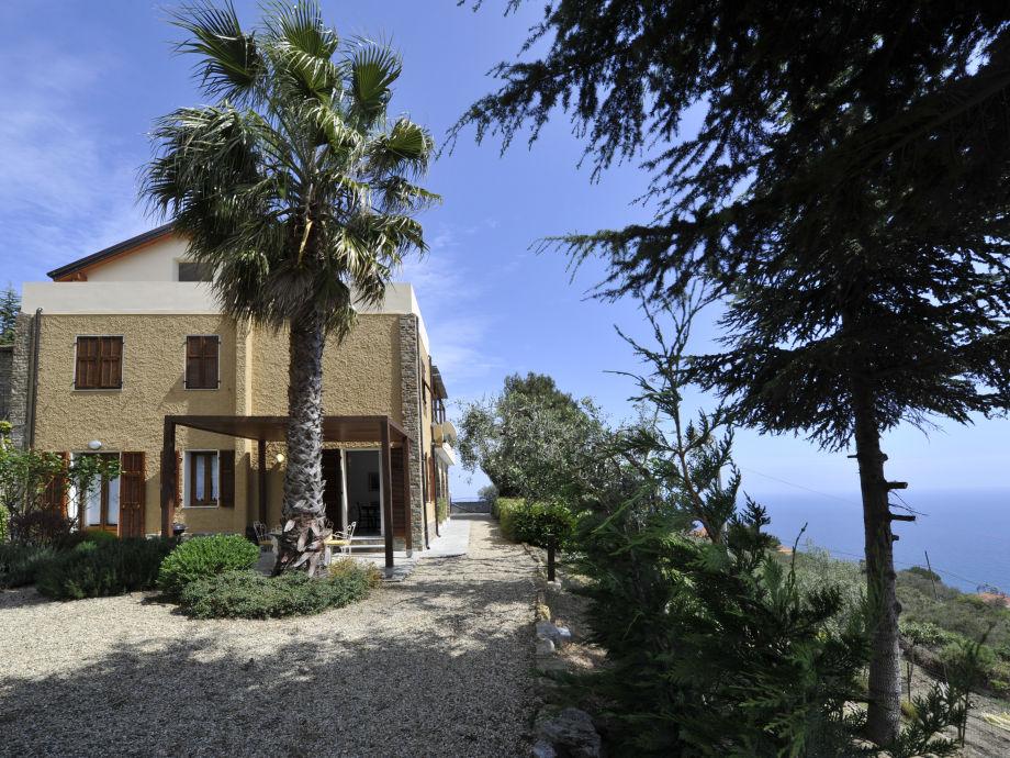 Außenaufnahme Arancio in der Villa GIO