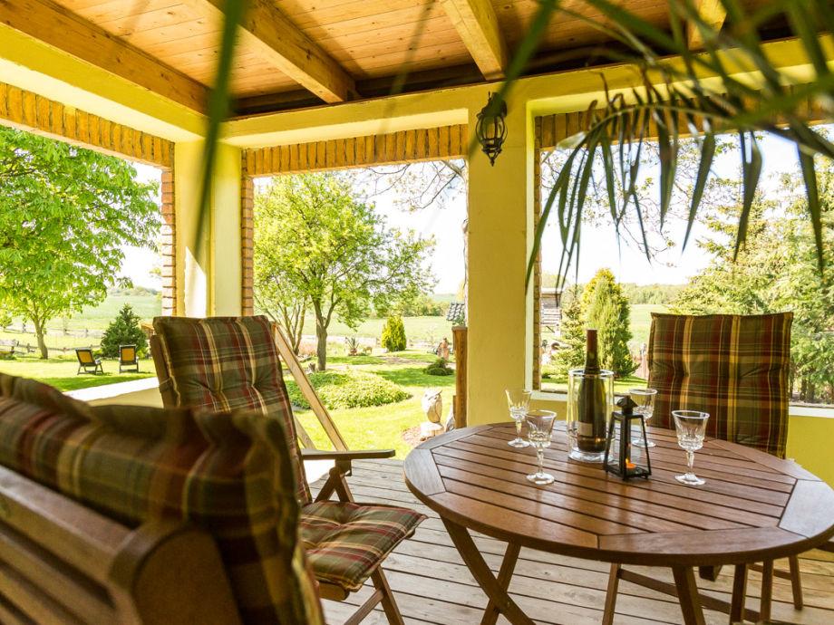Terrasse mit direktem Zugang zum Garten