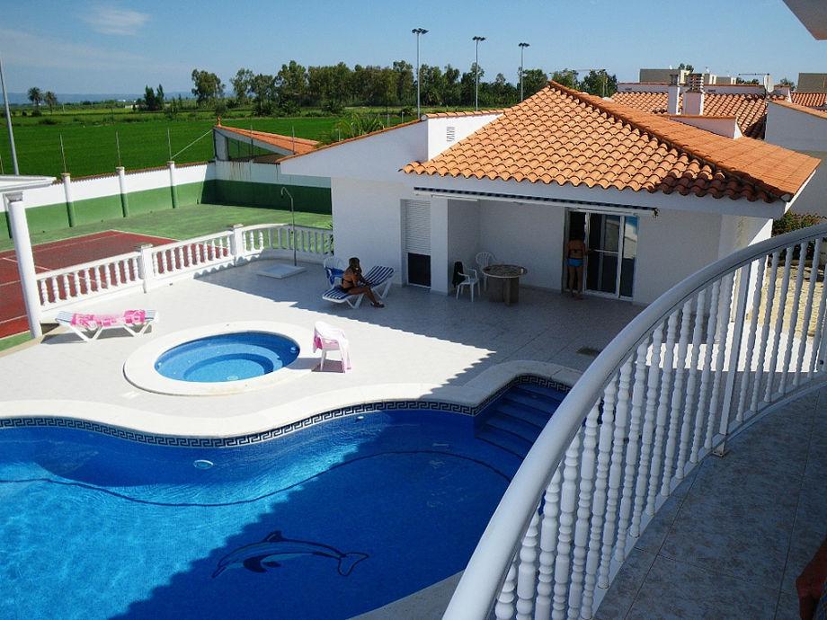 ferienhaus marinera mit pool whirlpool und tennisplatz. Black Bedroom Furniture Sets. Home Design Ideas