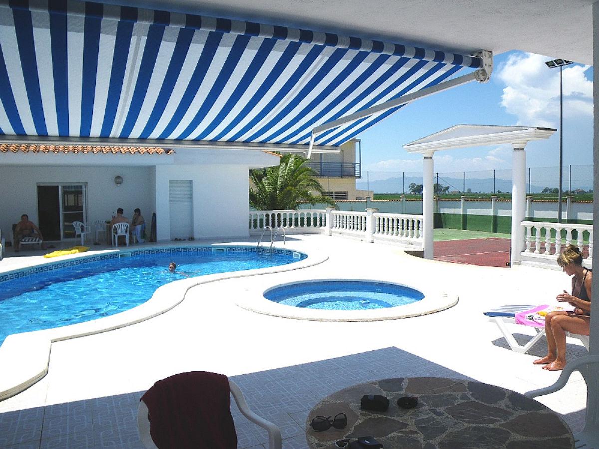ferienhaus marinera mit pool whirlpool und tennisplatz ebro delta firma delta chalets gmbh. Black Bedroom Furniture Sets. Home Design Ideas