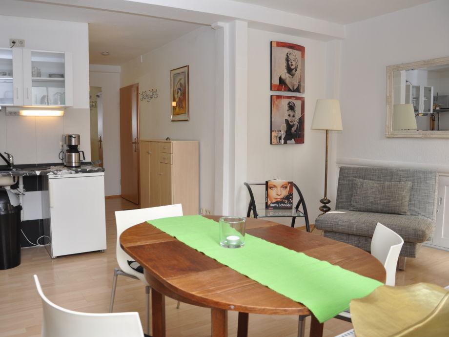 Wohn-Küche mit Esstisch