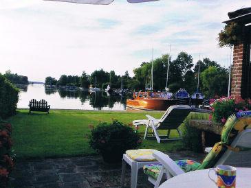 Ferienhaus Familienvilla mit Garten und Bootssteg