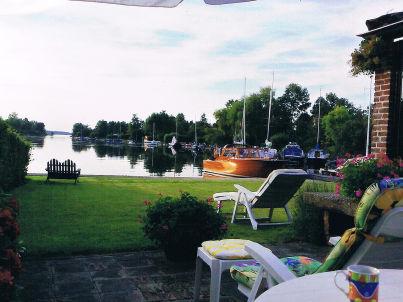 Familienvilla mit Garten und Bootssteg
