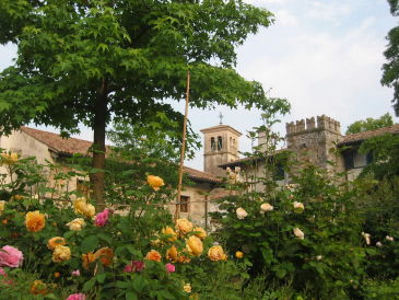 "Holiday house ""Vicinia"" with garden in castle"