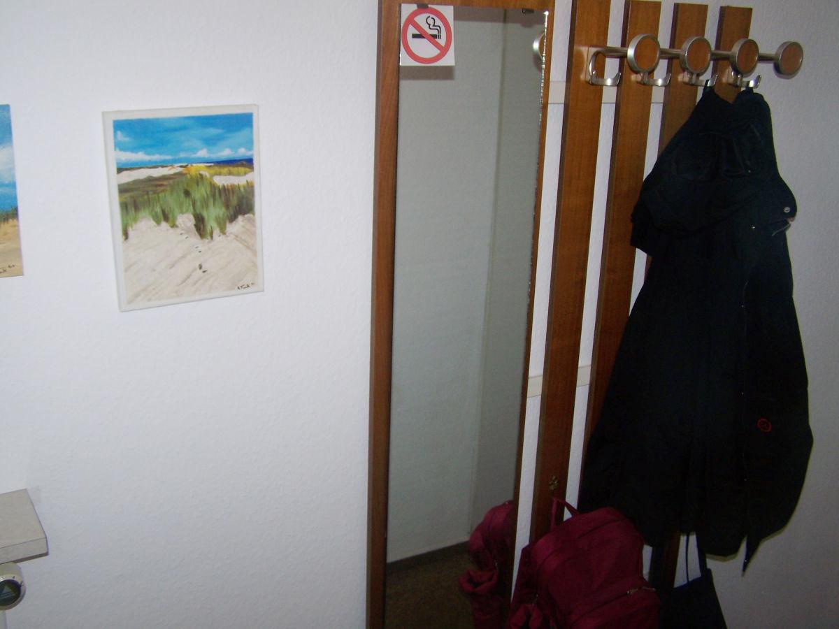 Ferienwohnung strandstra e 41 seniorenfreundlich borkum for Garderobe im flur