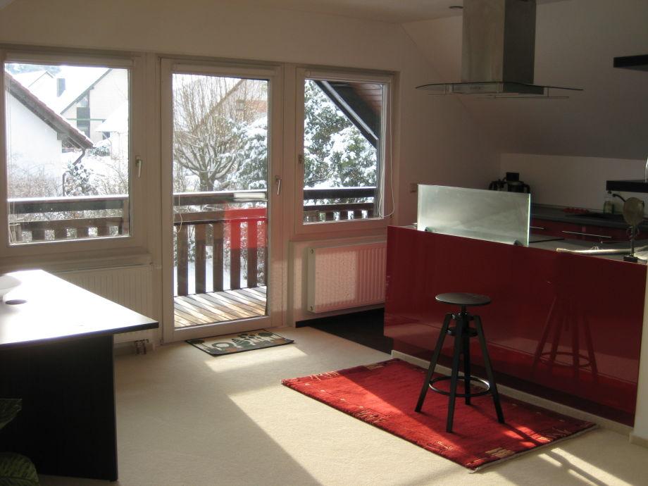 Blick auf Küche und Balkon