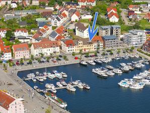 Ferienwohnung am Yachthafen mit Müritzblick